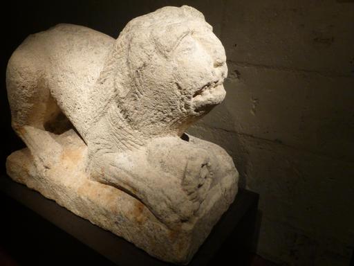 Angers, Statue de lion funéraire