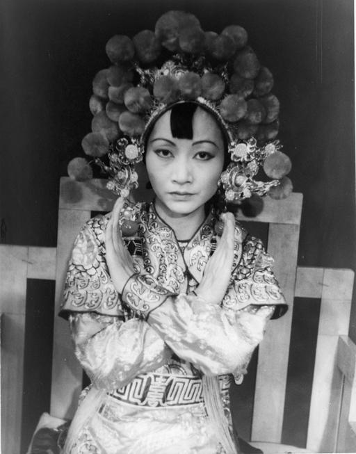 Anna May Wong dans le rôle de la reine Turandot