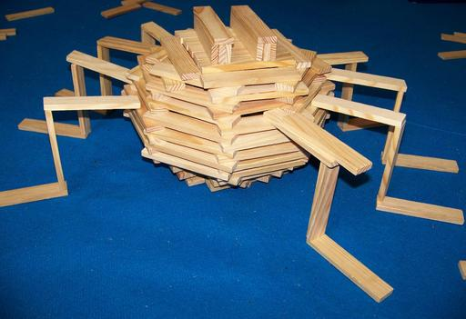 Araignée faite de blocs Kapla