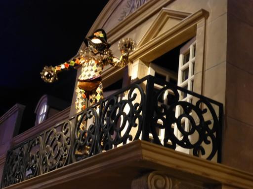 Arlequin au balcon au musée des automates