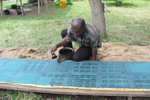 Artiste au travail au Ghana