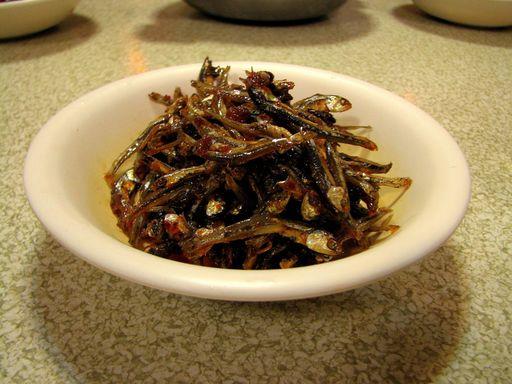 Assiette d'anchois grillés