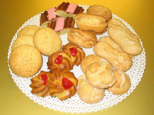 Assiette de biscuits aux amandes