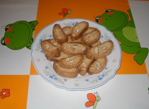 Assiette de carquinyolis catalans d'Arenys