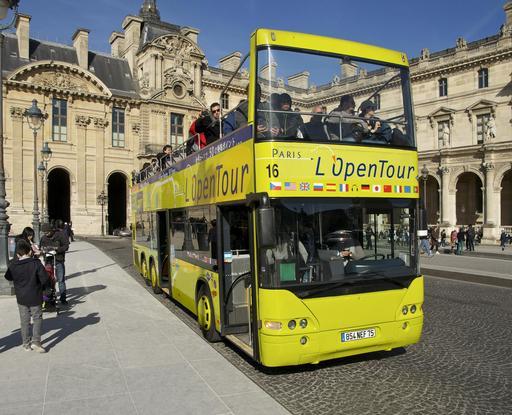 Autobus à impériale au Louvre