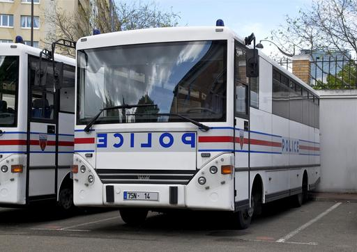 Autobus de police parisiens
