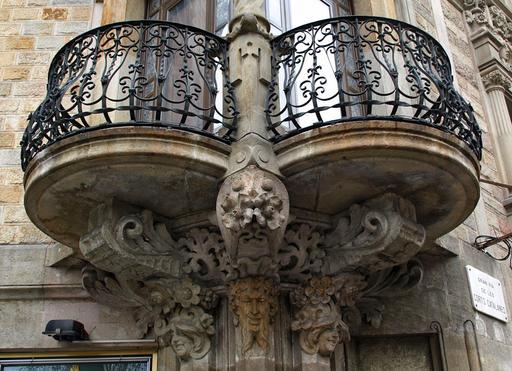 Balcon et macarons en Catalogne