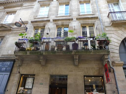 Balcon fleuri à Bordeaux