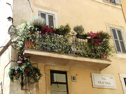Balcon fleuri à Rome