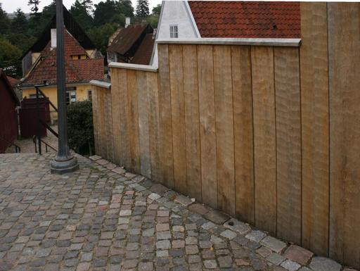 Barrière en planches de chêne