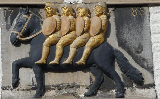 Bas-relief de Bayard et des quatre fils Aymon