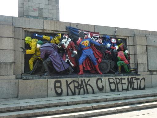 Bas-relief russe détourné le 18.06.2011