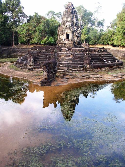 Bassin central à Neak Pean