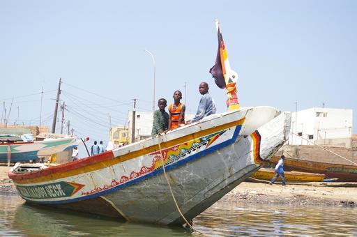 Bateau de pêche sur la plage de St Louis du Sénégal