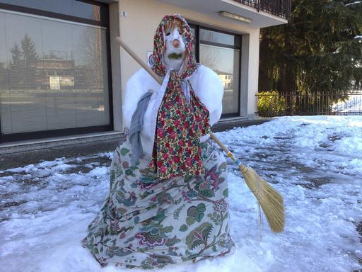 Befana de neige en Italie