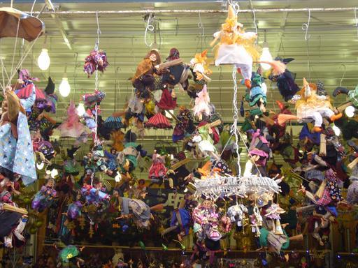 Befanas en vente au Marché de Noël de Rome en 2009