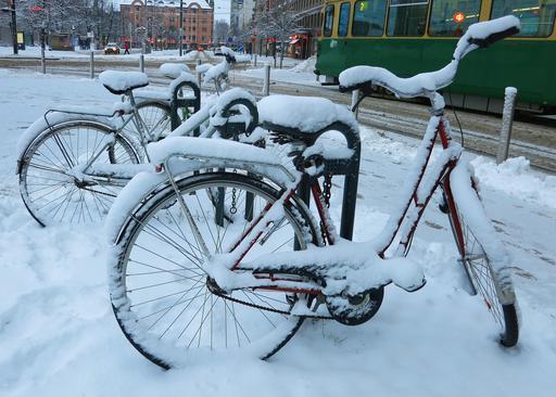 Bicyclettes sous la neige à Helsinki