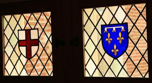 Blasons sur fenêtres-vitraux