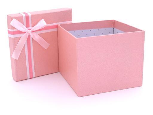 Boite à cadeau rose ouverte
