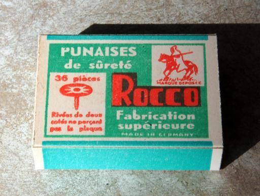 Boîte de punaises