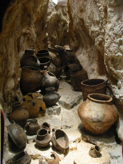 Bols en terre cuite protohistorique