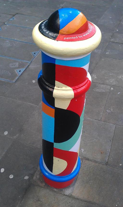 Borne anglaise peinte à la manière de Sonia Delaunay