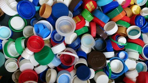 Bouchons de bouteilles en plastique