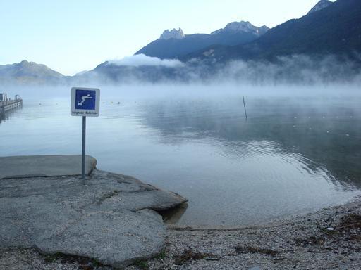 Brouillard d'évaporation sur le Lac d'Annecy