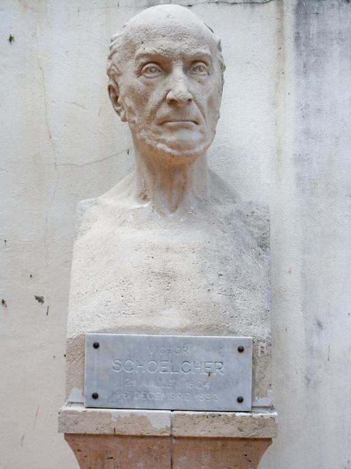 Buste de Schoelcher à Pointe-à-Pitre