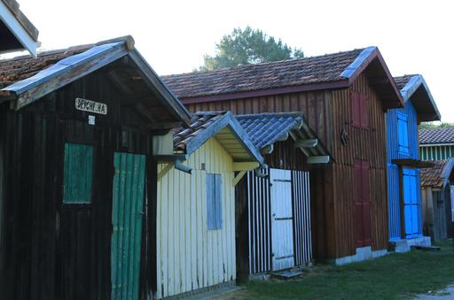 Cabanes en bois du port de Biganos-33.