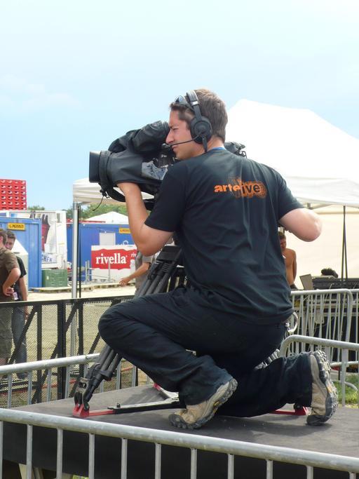 Cadreur de télévision avec sa caméra