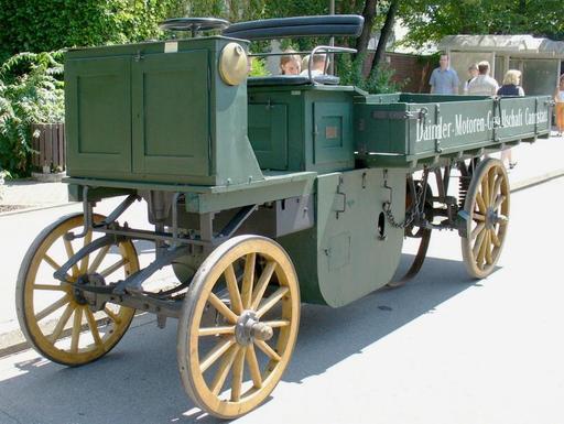 Camion à moteur de 1896