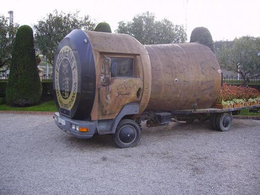 Camion catalan en forme de bouchon