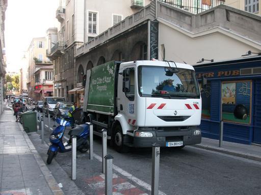 Camion poubelle de petit gabarit