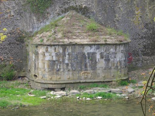 Caponnière de la tour médiévale Dex à Metz
