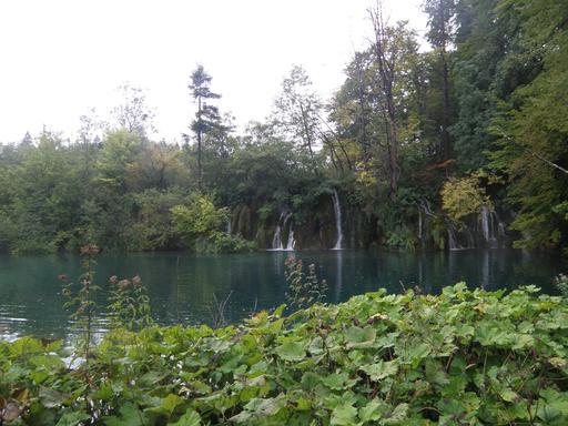 Cascades et lac en Croatie