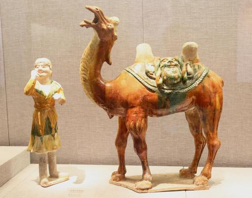 Chameau et chamelier chinois en porcelaine