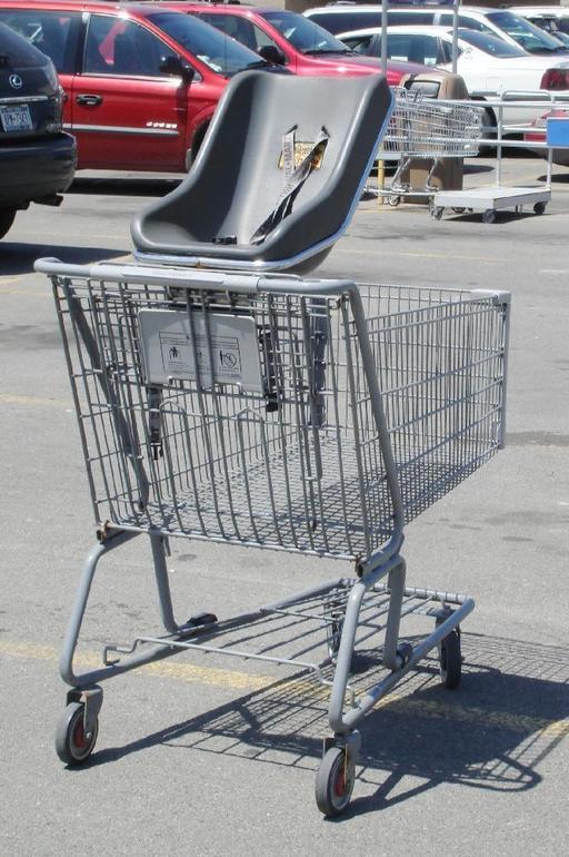 Chariot de supermarché avec siège-bébé