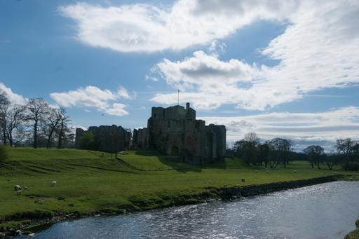 Château de Brougham et rivière Eamont dans le Lake District