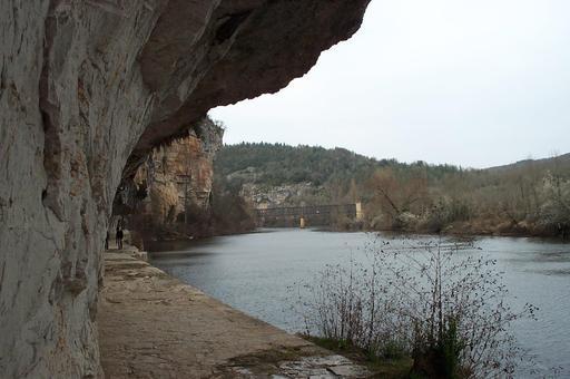 Chemin de halage à Saint-Cirq-Lapopie