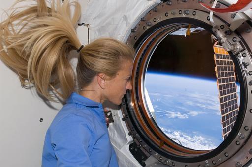 Chevelure d'astronaute en apesanteur