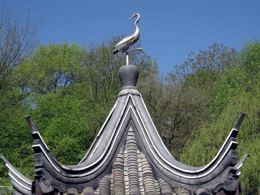Cigogne sur le toit de la pagode