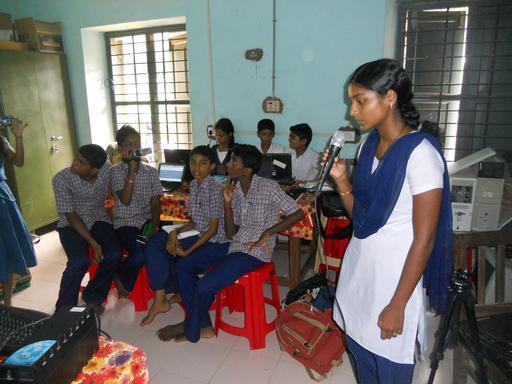 Classe informatique en Inde : le micro