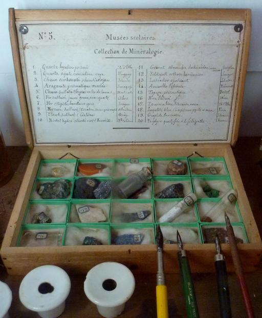 Collection de minéralogie scolaire d'antan
