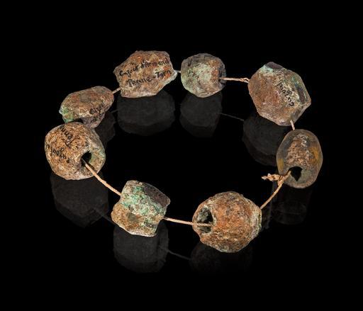 Collier protohistorique de perles en bronze