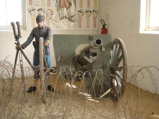 Combattant et canon de la Première guerre mondiale
