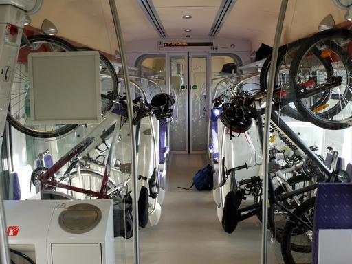 Compartiment vélo dans un train express régional