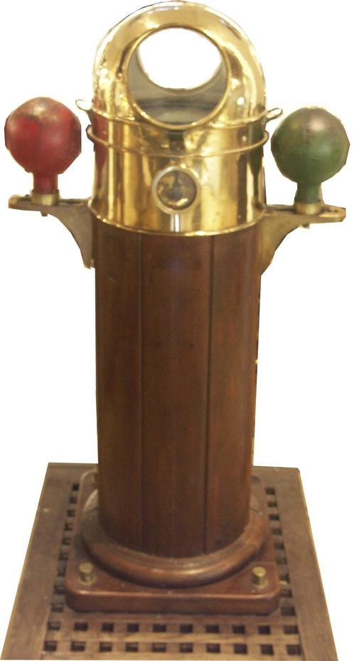 Compas magnétique marin ancien