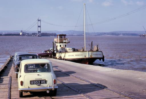 Construction d'un pont suspendu en 1964