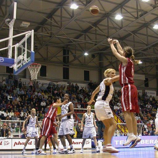 Coupe féminine de basket en 2005